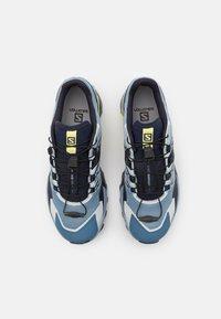 Salomon - WINGS SKY  - Běžecké boty do terénu - ashley blue/mood indi/charlock - 3