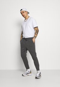 Kings Will Dream - PAULIE SMART JOGGERS - Trousers - charcoal check - 1