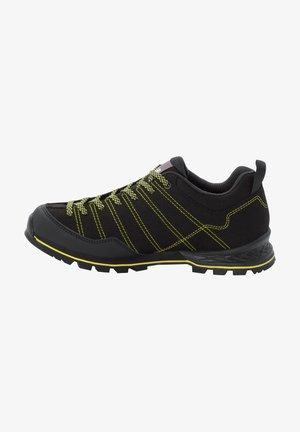 Hiking shoes - black / lime