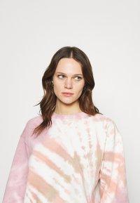 Abercrombie & Fitch - CREW PATTERN - Sweatshirt - pink wash - 3