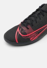 Nike Performance - MERCURIAL VAPOR 14 CLUB IC - Indoor football boots - black/cyber - 5