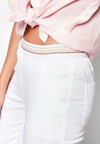 TONI - SUE - Trousers - white - 3