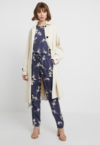 Noisy May - NMMAGIC VISCOSE PANTS  - Bukse - ombre blue/flowers - 1