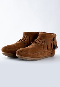 Minnetonka - CONCHO FEATHER - Classic ankle boots - cognac - 2