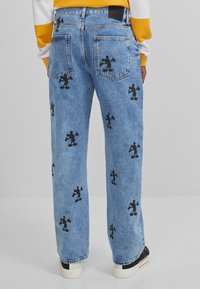 Bershka - MIT MICKY MAUS - Jeans baggy - blue denim - 2