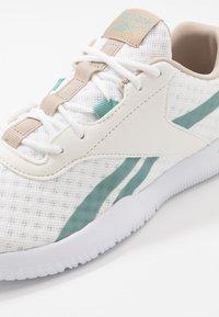Reebok - REAGO ESSENTIAL 2.0 - Sports shoes - white/modern beige/green slash - 5
