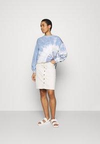 Abercrombie & Fitch - TERRY CUTOFF CREW PATTERN - Sweatshirt - blue - 1
