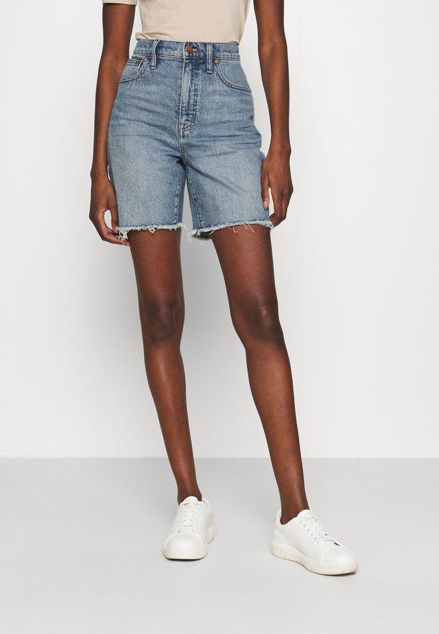HIGH RISE MID LENGTH - Short en jean - blue denim