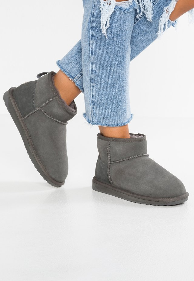 STINGER - Winter boots - charcoal
