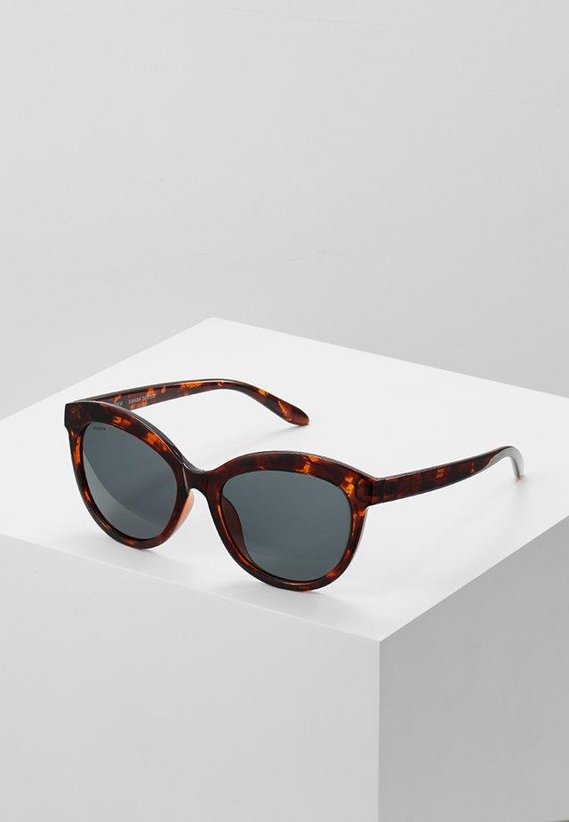 SUNGLASSES TULIA - Sluneční brýle - brown