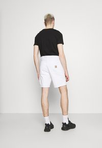 Carhartt WIP - NEWEL PARKLAND - Shorts di jeans - white worn washed - 2