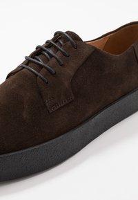 Vagabond - LUIS - Casual lace-ups - dark brown - 5