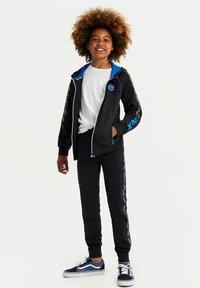 WE Fashion - MET CAPUCHON EN TAPEDETAIL - Sweatjakke /Træningstrøjer - blue - 0