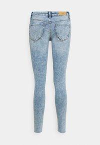 Vero Moda - VMLYDIA RAW - Skinny džíny - light blue denim - 6