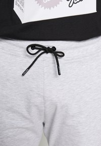 Gym King - Tracksuit bottoms - snow marl - 3