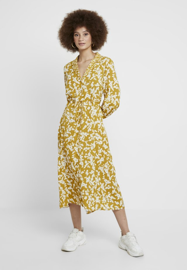 BRUNA LIGHT DRESS - Maxiklänning - citronelle/cream