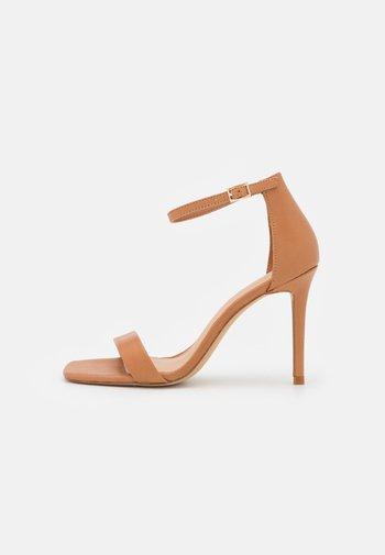 AFENDAVEN - Sandals - light brown