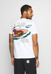 Scotch & Soda - ISLAND SOUVENIR TEE - Print T-shirt - combo - 0