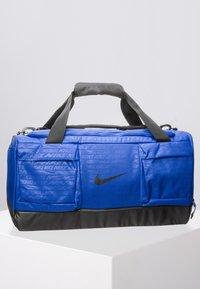 Nike Performance - VAPOR POWER M DUFF - Sportstasker - blue - 0