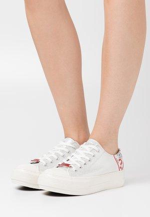 NIKOLA - Sneakers basse - argent