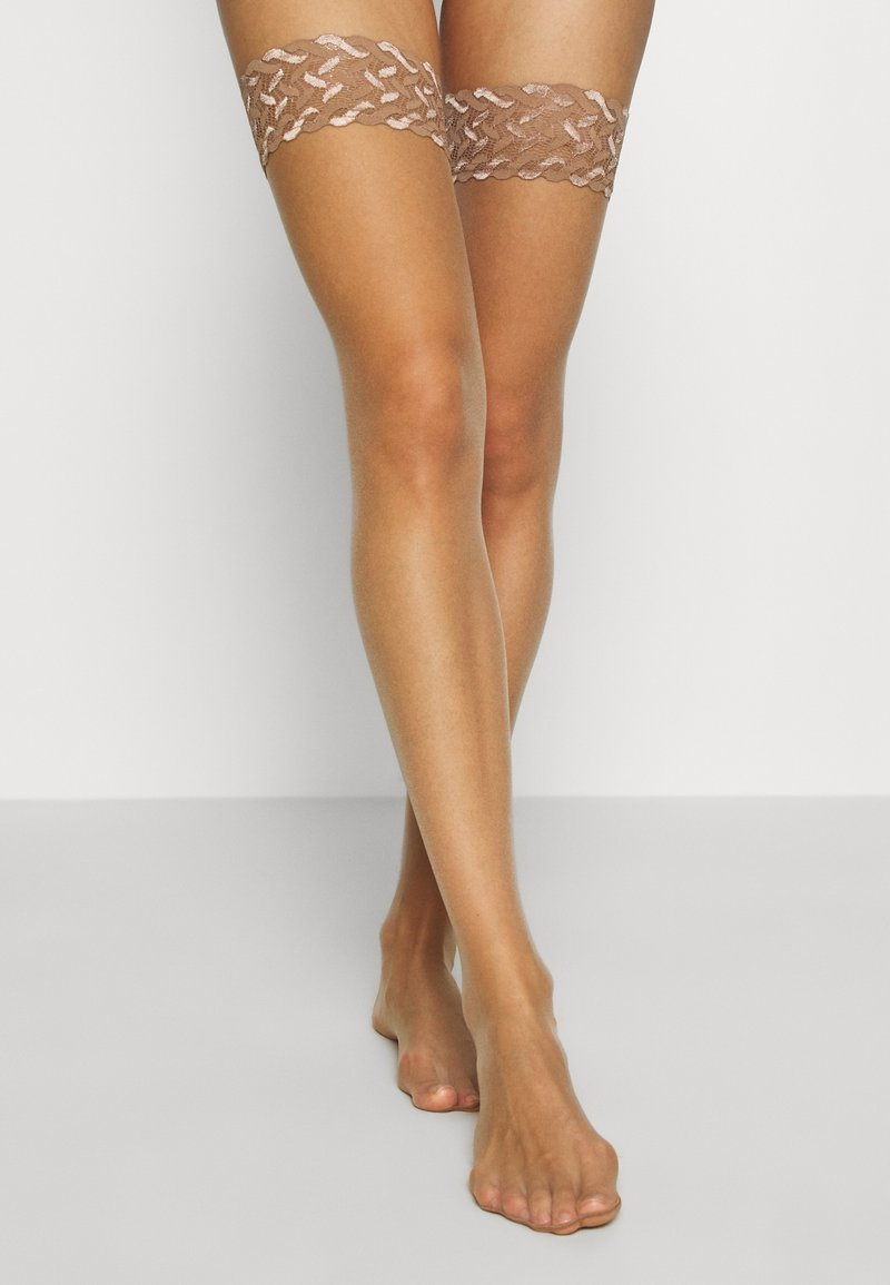FALKE - FALKE SHELINA 12 DENIER STAY UPS ULTRA-TRANSPARENT GLÄNZEND TAN - Over-the-knee socks - tan