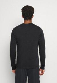 Nike Performance - TEE FREAK LONG SLEEVE - Long sleeved top - black - 2