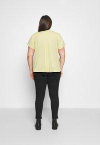 Selected Femme Curve - SLFALLA CURVE - Blouse - pastel yellow - 2