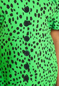 Simply Be - BUTTON THROUGH DRESS - Skjortekjole - green - 4