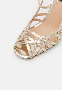 Pinko - LINUM  - Sandales - gold - 6