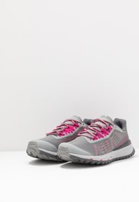 The North Face - ULTRA SWIFT - Neutral running shoes - griffin grey/pink - 2