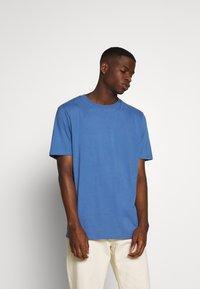 Weekday - FRANK - T-shirt - bas - navy - 0
