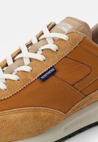 North Star - RUNNER - Sneakers - mustard - 5