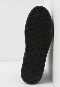 Versace Jeans Couture - HIGH UPPER PLATFORM SOLE - Sneakersy wysokie - nero - 6