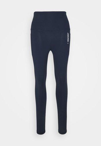 WE RISE HIGH WAISTED LEGGINGS - Punčochy - navy blue