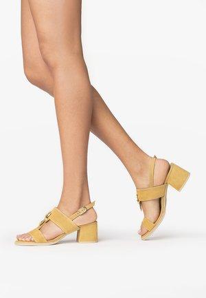 Sandály - miele