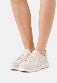 Skechers Sport - BOUNTIFUL - Sneakers basse - taupe/white - 0