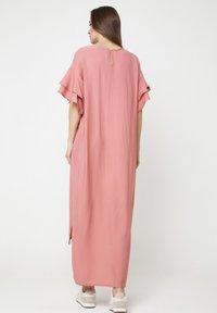 Madam-T - SATINESSA - Maxi dress - pulver - 2
