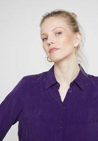 Seidensticker - FASHION - Button-down blouse - parachute purple - 4