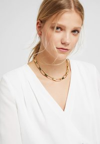 Soko - CAPSULE COLLAR NECKLACE - Necklace - gold-coloured - 1