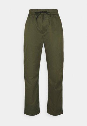 FAVE LIGHTWEIGHT STYLING - Spodnie materiałowe - army