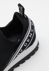 DKNY - ABBI RUNNER - Mocassins - black - 4