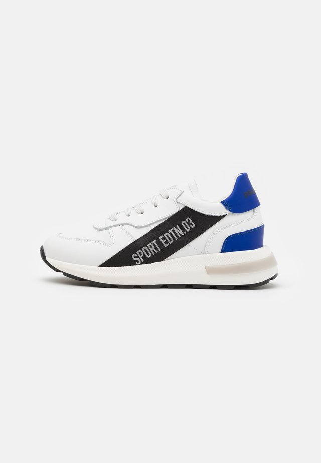 UNISEX - Sneaker low - white