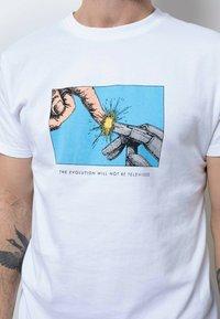 Wemoto - Print T-shirt - white - 3