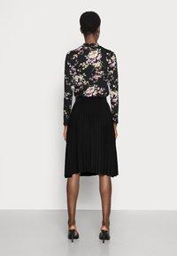 Anna Field - Plisse A-line mini skirt - Jupe trapèze - black - 2