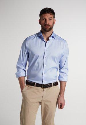 MODERN FIT - Zakelijk overhemd - hellblau