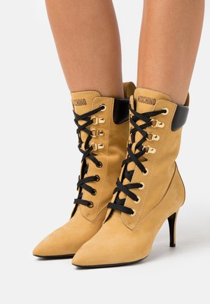 Lace-up ankle boots - cammello