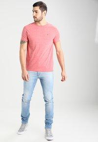 Tommy Jeans - ORIGINAL TRIBLEND REGULAR FIT - T-shirt basique - formula one - 1