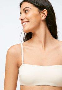 OYSHO - RIBBED - Bikini top - white - 2