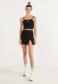 Bershka - KURZER BLEISTIFTROCK 00585019 - Áčková sukně - black - 1