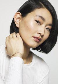 Olivia Burton - LUCKY BEE CHAIN BRACELET - Rannekoru - rose gold-coloured - 1
